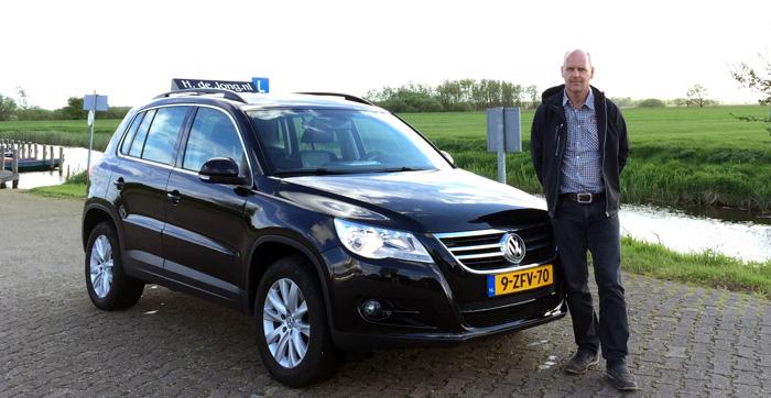Autorijschool-Hendrik-De-Jong-voor-zijn-nieuwe-lesauto